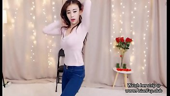 stunning japanese teenage dances on cam