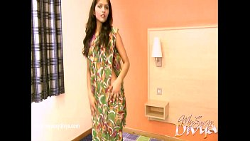 divya yogesh unclothes her clothes in a solo gig
