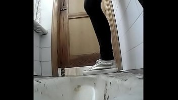 femmes don039_t know covert web cam in rest room
