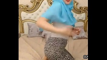 jaws-watering arab minx with a hijab