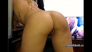 xadulthubcom-scorching blond stretches her adorable booty