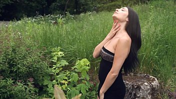 dark-hued haired cougar kat mastubates outdoors - watch.