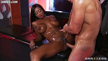 assfuck-cougar-diamond-jackson-all-oiled-up-gets-ass-smashed lq