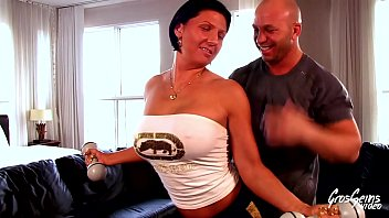sexe et work-out une quebecoise musclee a gros seins