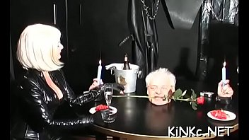 domme opens up slave039_s gazoo
