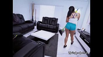 sugary maid julz gotti taunts her.