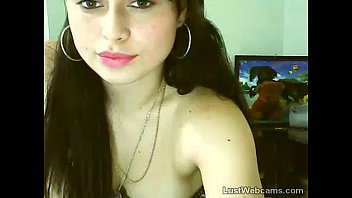 supah-cute web cam honey thumbs her cootchie and backside