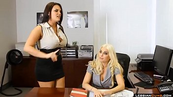 lesbiancumscom britney amber 3some office
