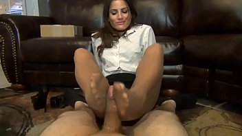 uber-sexy  office employee gives her manager pantyhosed.