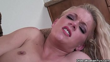 meaty-titted cougar gets nailed madly