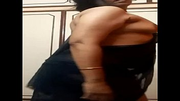 indian aunty pulling down saree