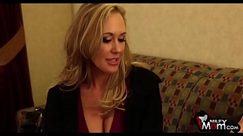 brandi love groans as she gets her taut.