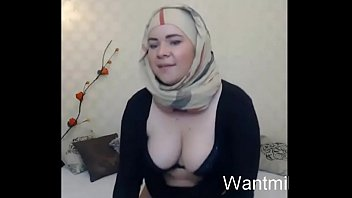 muslim doll with hefty plane booty caught a.